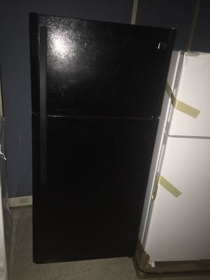 BLACK REFRIGERATOR for Sale in Cleveland, OH
