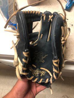 Rawlings heart of the hide baseball glove for Sale in Mebane,  NC
