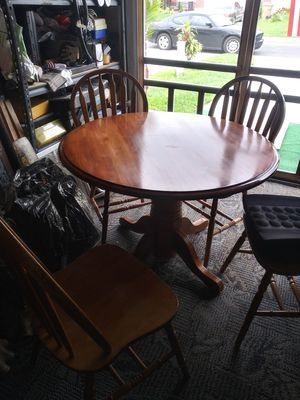 Round table with 4 chair 175.00 for Sale in BVL, FL