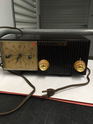 Old clock radio for Sale in Seattle, WA