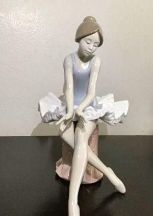 Lladro Nao Seated Ballerina Figurine, c. 1991 - Mint for Sale in Brooklyn, NY