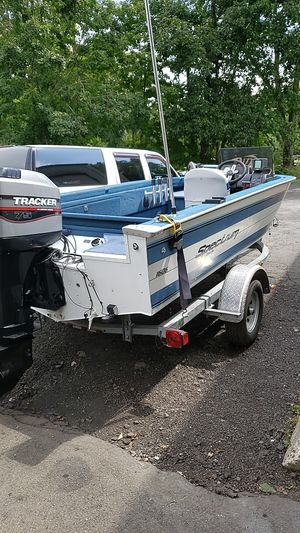 1992 spectrum aluminum fishing boat for Sale in New Fairfield, CT