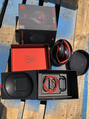 Beats studio 3 wireless Bluetooth over ear headphone defiant red and black color for Sale in South El Monte, CA