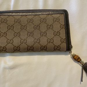 Gucci Wallet With Bamboo Tassel for Sale in Fort Lauderdale, FL