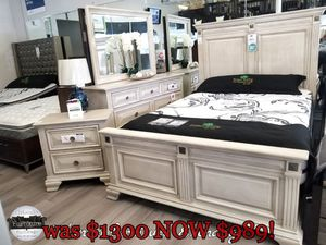$989 FREE DELIVERY! BRAND NEW QUEEN BED FRAME DRESSER MIRROR AND NIGHTSTAND!! DISPLAY for Sale in Oviedo, FL