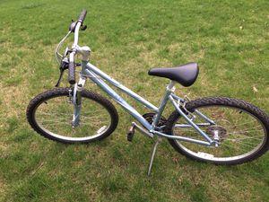 Women's Giant 21 Speed Mountain Bike Like New for Sale in Woonsocket, RI