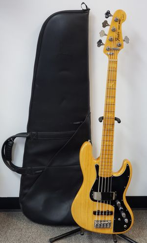 5 STRING MARCUS MILLER JAZZ BASS ELECTRIC GUITAR for Sale in Chicago, IL
