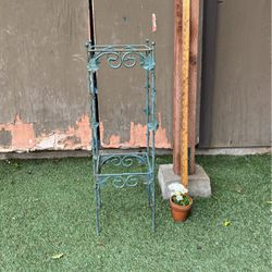 """Green Rustic 28"""" Tall Stand for Sale in Long Beach,  CA"""