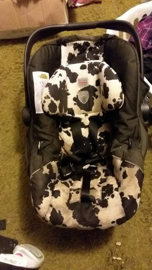 Infant car seat needs cleaning otherwise in good shape for Sale in Greeneville, TN