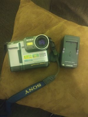 Sony movie + camera with rechargeable battery and original casing for Sale in Bakersfield, CA