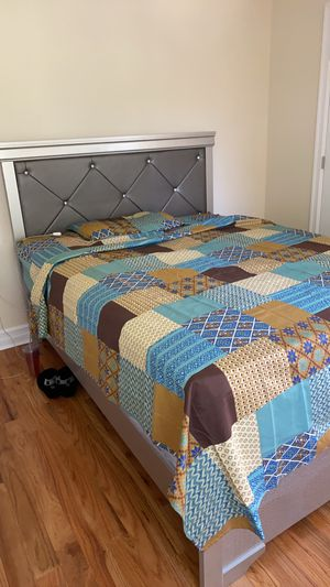 Queen size mattress and box spring for sale! The bed frame is not for sale for Sale in Queens, NY