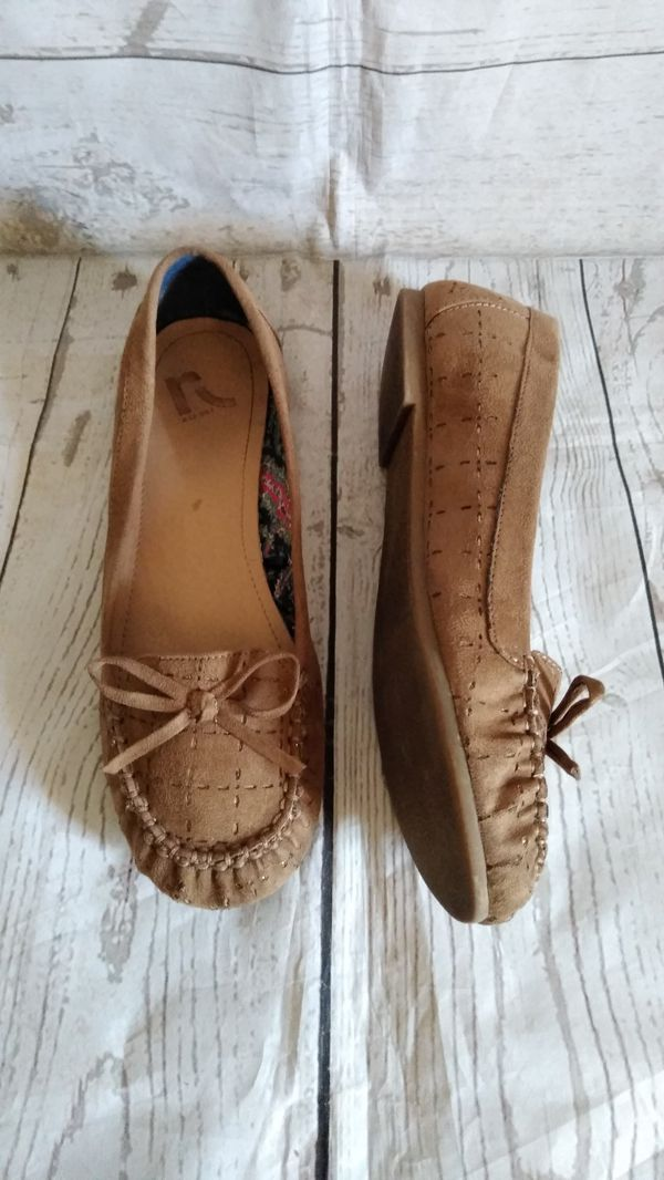 Beautiful Report Shoes , women's size 8 ( excellent condition )
