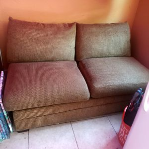 Bassett armless love seat for Sale in Long Beach, CA