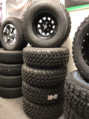 Set of 5 jeep wheels and tires brand new for Sale in Chicago, IL