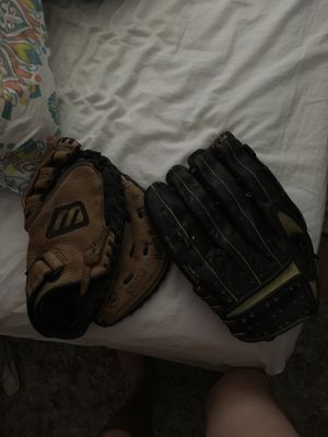 Right handed baseball gloves for Sale in San Rafael, CA