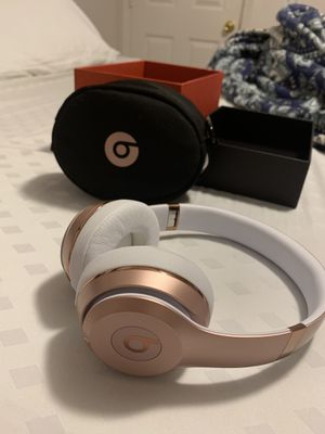 Wireless Beats Solo 3 rose gold for Sale in Kissimmee, FL