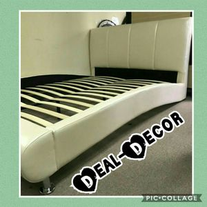 Ivory Pearl Platform Bed for Sale in Atlanta, GA