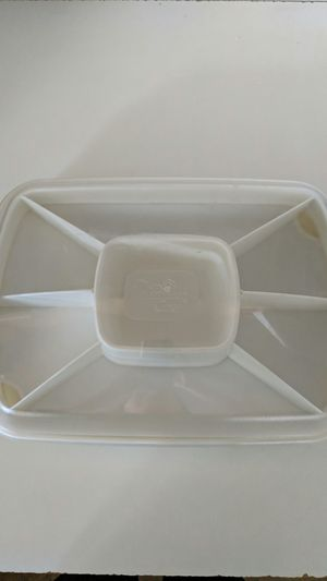 Pampered Chef rectangle chillzanne vegetable & dip/ deviled eggs carrier for Sale in Myersville, MD