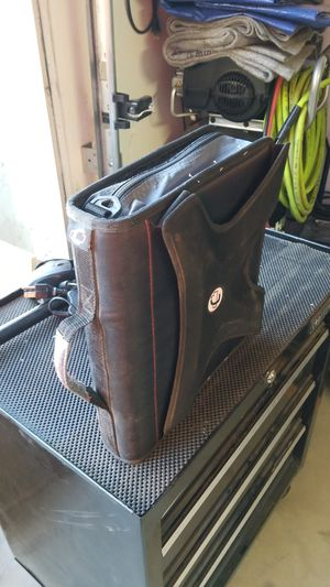 Case-It zip up 3 ring binder for Sale in Hesperia, CA