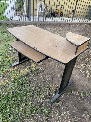 Desk for Sale in Bakersfield, CA