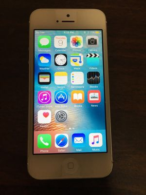 iPhone 5 white unlocked very good condition for Sale in Cleveland, OH