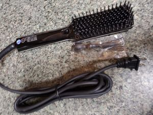 Hair straightener brush for Sale in Portland, OR