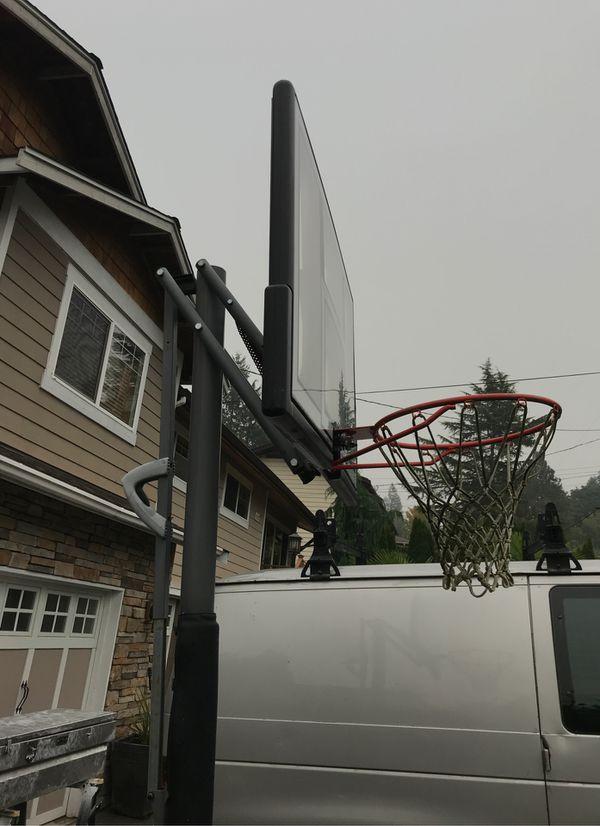 Lifetime. World Class Basketball hoop.