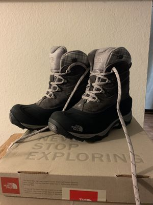 North Face womans snow boots for Sale in Artesia, CA