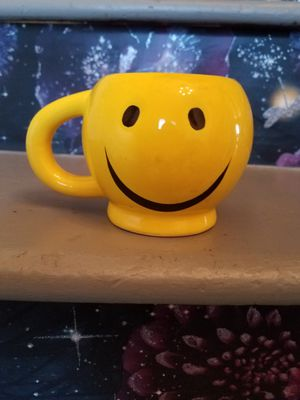 Smiley face mug, 3 4/4 in tall, 5 1/4 in wide with handle for Sale in Hermon, ME