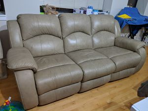 Recliner real leather couch for Sale in Chicago, IL