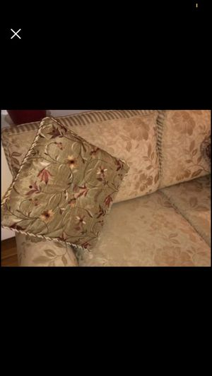 Raymour & Flanigan Large Sofa SLIP INCLUDE for Sale in Rocky Hill, CT