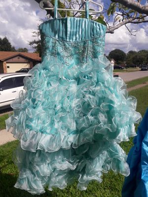 Sparkly dress size 5, 2-piece convertible. Mini quinceanera for Sale in Arlington, TX