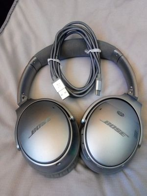 BOSE QUIETCOMFORT 35 II WIRELESS NOISE CANCELLING HEADPHONES SILVER for Sale in Escondido, CA