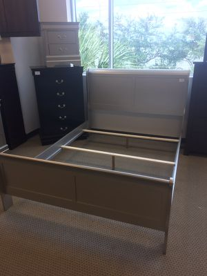 5-PC Gold Wood Bedroom Set for Sale in Austin, TX