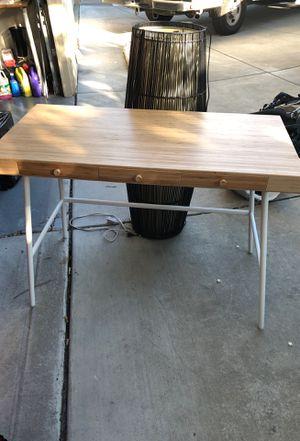 Small office desk for Sale in Concord, CA