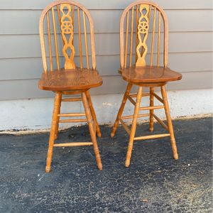 2 Bar Height Swivel Chairs for Sale in Arlington Heights, IL