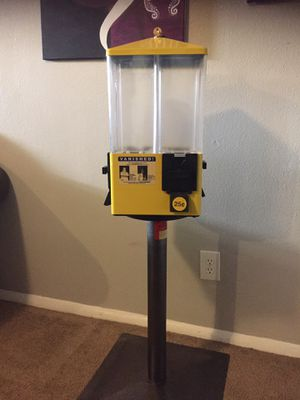 Candy machine w/key for Sale in Colorado Springs, CO