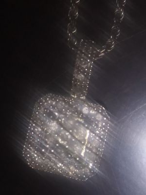 Whit gold diamond necklace for Sale in Turlock, CA
