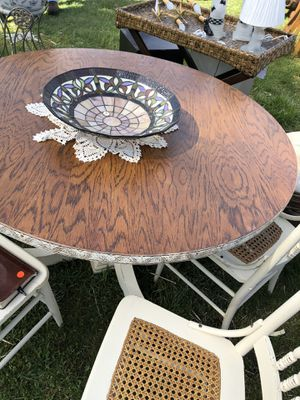 Country Oak stable and (4) Wicker Chairs for Sale in Baltimore, MD