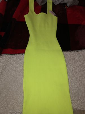 Neon green/yellow tight dress (wraps around curves) size medium for Sale in North Las Vegas, NV
