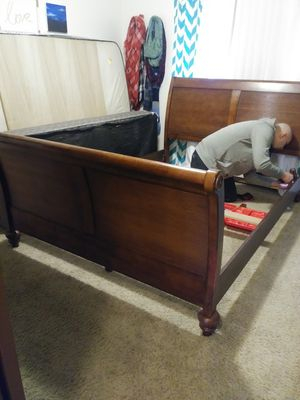 PENDING Free Queen sleigh bed frame for Sale in Tacoma, WA