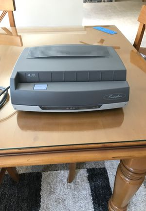 Swingline 3-hole electric paper punch for Sale in Ashburn, VA
