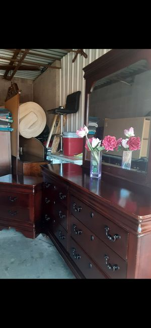 QUALITY SET SOLID WOOD LONG DRESSER, 6 BIG DRAWERS. BIG MIRROR AND NIGHTSTAND ALL DRAWERS SLIDING SMOOTHLY EXCELLENT CONDITION for Sale in Fairfax, VA