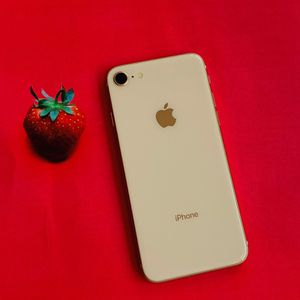 IPhone 8(64gb)unlocked,excellent Condition With Warranty for Sale in Everett, MA