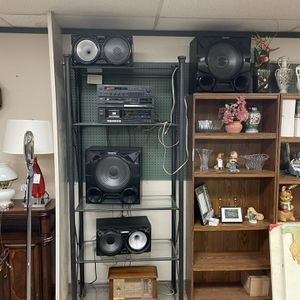 Stereo System With Samsung Speakers for Sale in Willoughby, OH