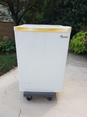 Magic Chef Dorm-size Refrigerator for Sale in Alexandria, VA