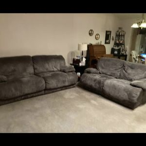 Matching Reclining Couch Set In Great Shape for Sale in Roseville, MI