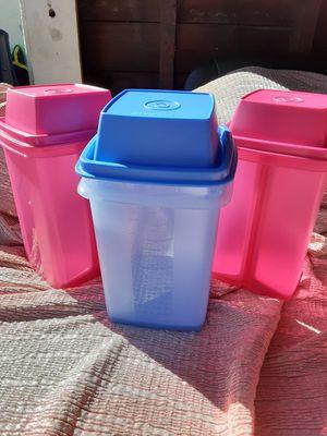 Picadilly tupperware de un litro $15 cada uno for Sale in Santa Ana, CA