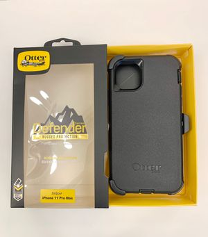 iPhone 11 PRO MAX - OtterBox Defender Case with Belt Clip Holster. Black. for Sale in Norco, CA