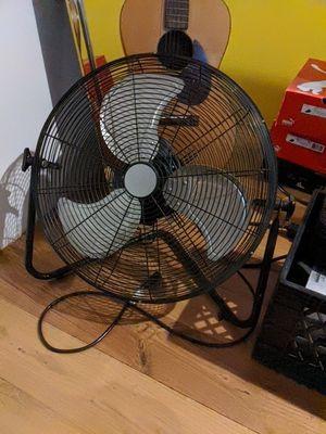 22 inch floor fan. Big wind! for Sale in Los Angeles, CA